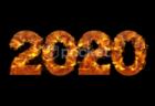 炎に包まれ燃えているような2020年の文字素材